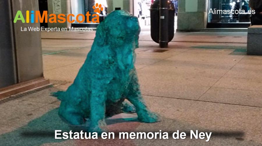 Estatua de Ney